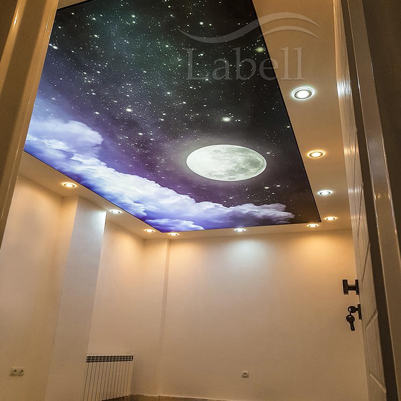 دکوراسیون اتاق خواب با سقف کشسان چاپی طرح آسمان