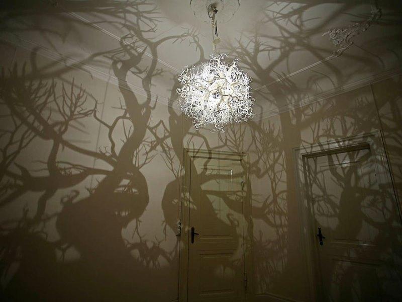 این لوستر هر اتاقی را به جنگلی تسخیر شده شبیه می کند