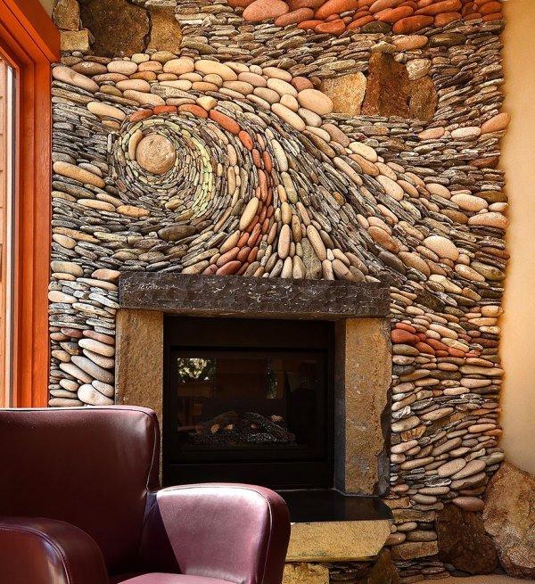 هنرمندی جالب با سنگ روی دیوار