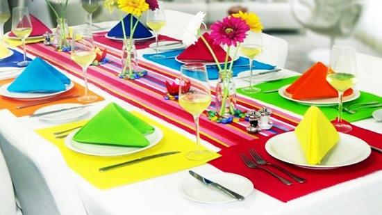تغییر دکوراسیون تابستانی با چیدمان میز عصرانه