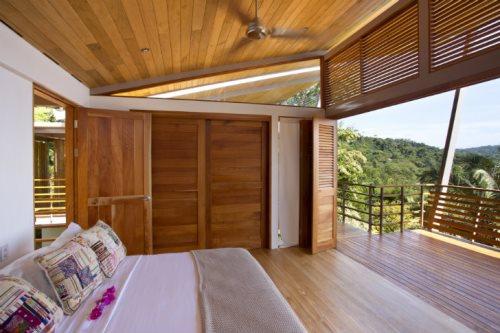 سقف چوبی در ویلا