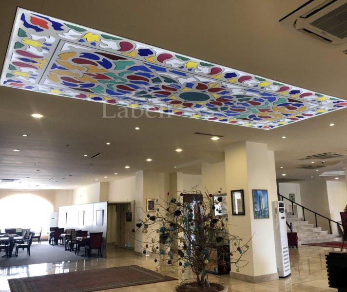 سقف کشسان لابل در هتل قصر بوتانیک