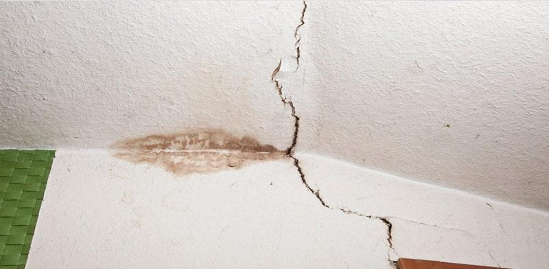 ترک خوردن سقف خانه